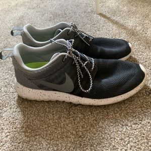 Nike Roshe Run size 10